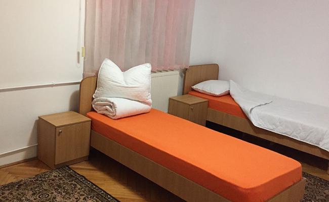 Dormitor camin de batrani